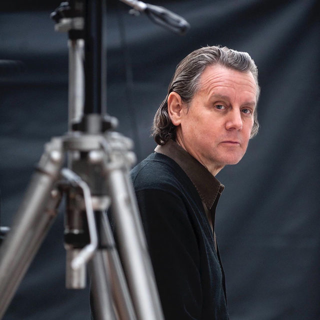 Today at 12pm EDT, Jeff Wall will speak with Nicholas Cullinan, the director of the National Portrait Gallery, London, as part of Frieze Talks, a program where artists, writers, and scholars partake in informal, wide-ranging conversations with their peers. The pair will discuss the artist's practice. Follow the link in our bio to register. __________ #JeffWall #Gagosian #FriezeArtFair #FriezeLondon #FriezeTalks @nicholascullinan Jeff Wall. Photo: James O'Mara