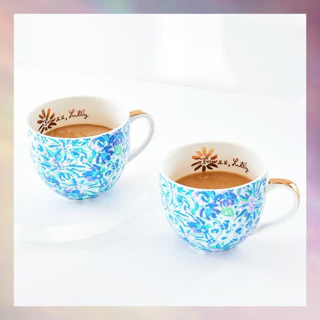 ✨ SPOILER ALERT ✨  Sip a little tea with the @lillypulitzer Ceramic Mugs Set of 2! These gold-handled mugs feature a beautiful design and hold up to 12 ounces of your favorite hot beverage. Are you adding this must-have to your Winter Box? Let us know below!   REMINDER: Add-Ons open for Select Members on Thursday, Oct. 29th and Customization opens on Friday, Oct. 30th. Add-Ons opens for Seasonal Members on Thursday, Nov. 12th and Customization opens on Friday, Nov. 13th. All windows open at 9am PT and close at 11:59pm PT. Head to the link in our bio to upgrade your account for early access!