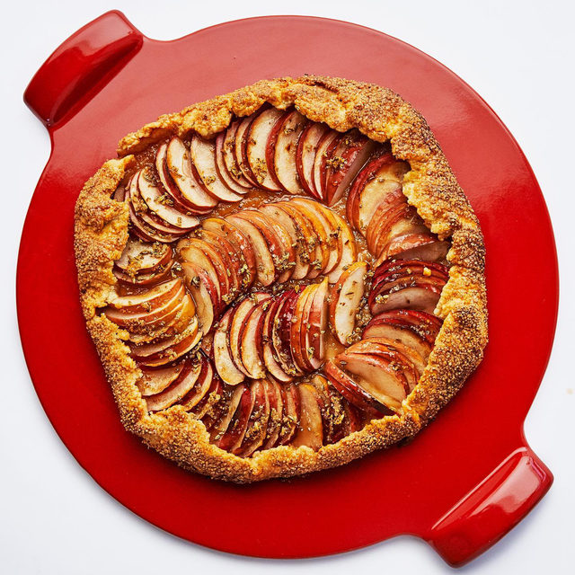 We know you're going to ask for this apple galette recipe but food stylist @mpearljones just made it to sit atop this pizza stone, which is what this post is really about. Writer Carrie Honaker (@writeonhonaker) was tipped off to the idea of baking a galette on a pizza stone from the Genius Desserts cookbook, but she's expanded beyond the galette. Roasted veggies, hand pies, flatbread, whole fish! All get the pizza stone treatment. Because the stone is made of clay, it retains heat and disperses it evenly—perfect for a temperamental oven. Click the link in our bio to read more from Carrie. 📷: @laurashoots 🍴: @mpearljones