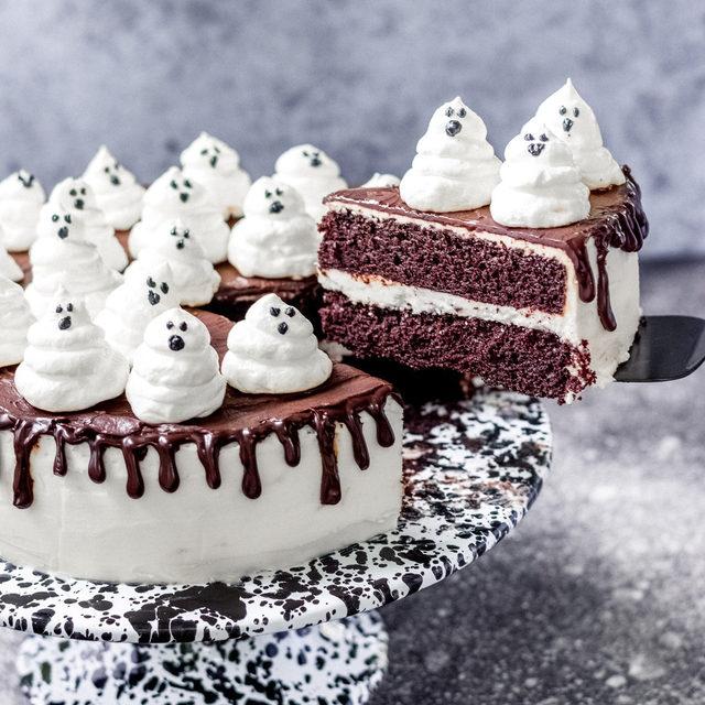 Casper is shaking 👻 Full recipe in bio. 🔎Ghost Cake 📷@amandagryphon 🍴@makinze