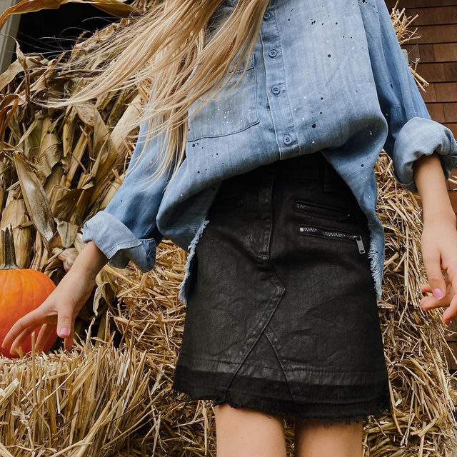 Spooky season 🎃 @ever.after.shop in our Roll Sleeve Shirt with Splatter. #heydahl #heylildahl