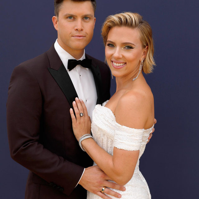 Surprise! Apparently these two are already married. ❤️ Link in bio to read more about Scarlett Johansson and Colin Jost's intimate wedding ceremony.