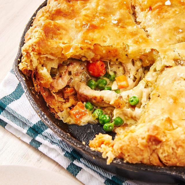 November = TURKEYYYY SZN. Full recipe in bio. 🔎Turkey Pot Pie 📷@ideaform 🍴@rice.isnice