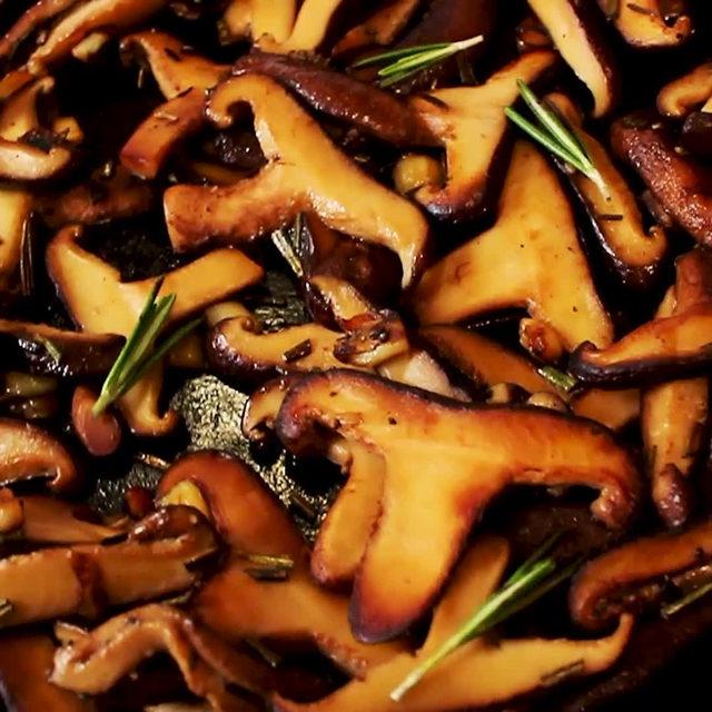 Mushroom lovers wya??? 😋 Full recipe in bio. 🔎Sautéed Mushrooms 🎥/🍴@thank9stars