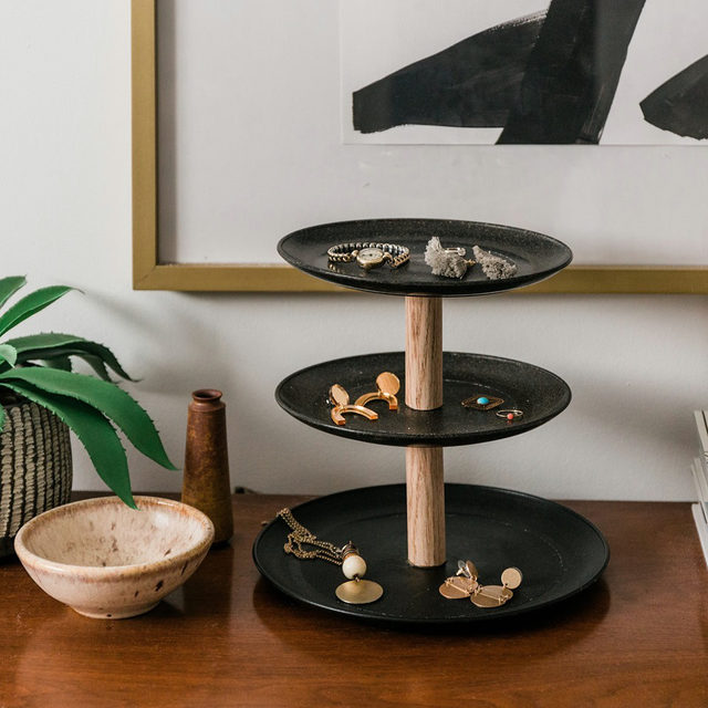 Turn some plastic plates into this chic, three-tier jewelry (or treat!) stand. #DIYinaDay (📷:@dreamgreendiy) Head to the link in our bio for the full step-by-step DIY.