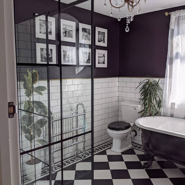 Modern Victorian bathroom vibes 🤩 (📷 submitted by @elle_the_home_bird)