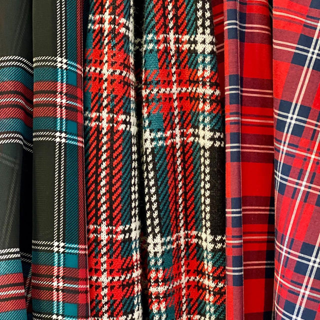 Mad for plaid ✔️🎄🎁 Which holiday tartan is your favorite?