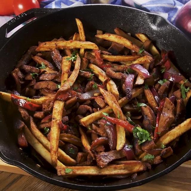 French fry lovers NEED to try this 🤤 Full recipe in bio. 🔎Seitan Lomo Saltado 🎥/🍴@thisjustin_case