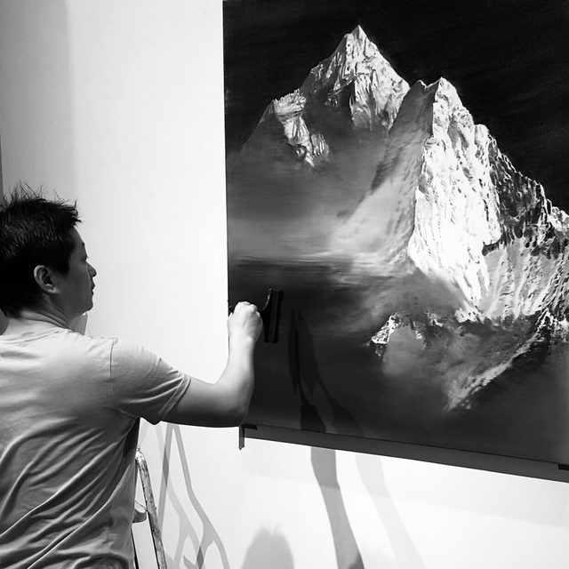 """#JiaAili: """"When I'm drawing on glass, it seems I've rediscovered the excitement I felt when I first took up the paintbrush."""" —Jia Aili  Gagosian is pleased to participate in ART021 Shanghai 2020 with a solo booth of new paintings by Jia Aili, opening November 14. In this new series, Jia depicts mountain ranges from around the globe, including sites in China and Switzerland. One of these mountain paintings will be presented as a special installation in the gallery's booth.  In a piece for """"Gagosian Quarterly,"""" critic and curator Shen Qilan speaks with the artist about his latest works. Follow the link in our bio to read the interview. _________ #ART021 #Gagosian #GagosianQuarterly @jiaaili_studio @art021_sh Jia Aili's studio in Beijing; (1) Jia Aili working on the painting """"Everest"""" (2020); (2) """"Variation,"""" 2020, in progress; (3) """"Snowline,"""" 2020, in progress. Artwork © Jia Aili Studio"""