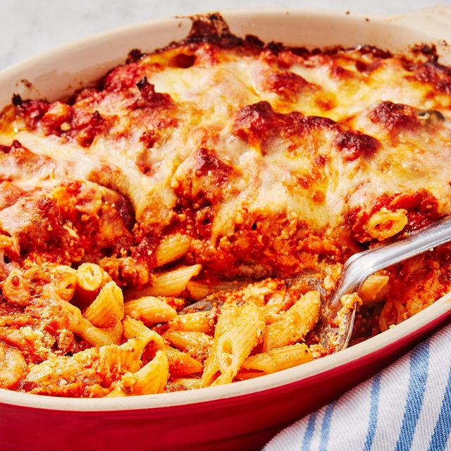 Comfort in a pasta dish. Full recipe in bio. 🔎Baked Mostaccioli 📷@ideaform 🍴@laurarege