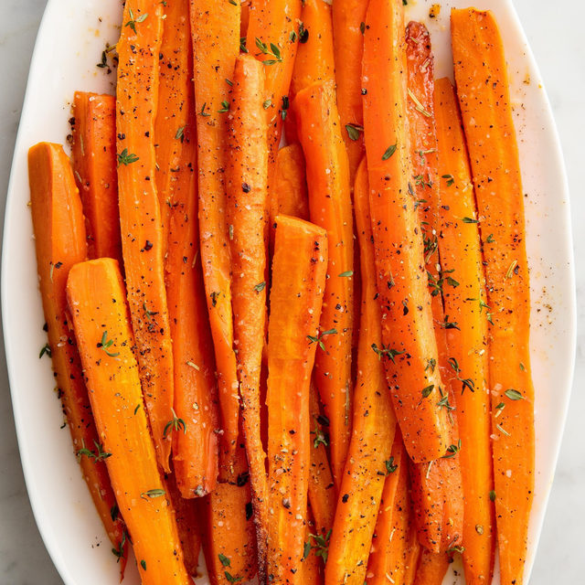 Hold up... did carrots just become my favorite side dish? 😳 Full recipe in bio. 🔎Honey-Glazed Carrots 📷@photobrese 🍴@lindsayfun