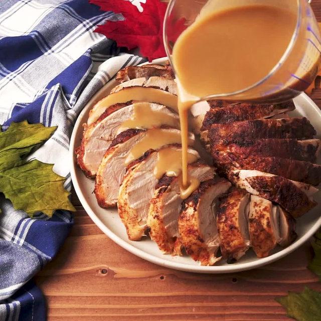This will spice Thanksgiving up 🔥 Full recipe in bio. 🔎Harissa Spiced Turkey Breast 🎥/🍴@laurarege