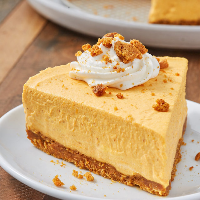Wanna skip straight to dessert this Thanksgiving? No Bake Pumpkin Cheesecake is calling your name 😋 Full recipe in bio. 📷@ideaform 🍴@makinze
