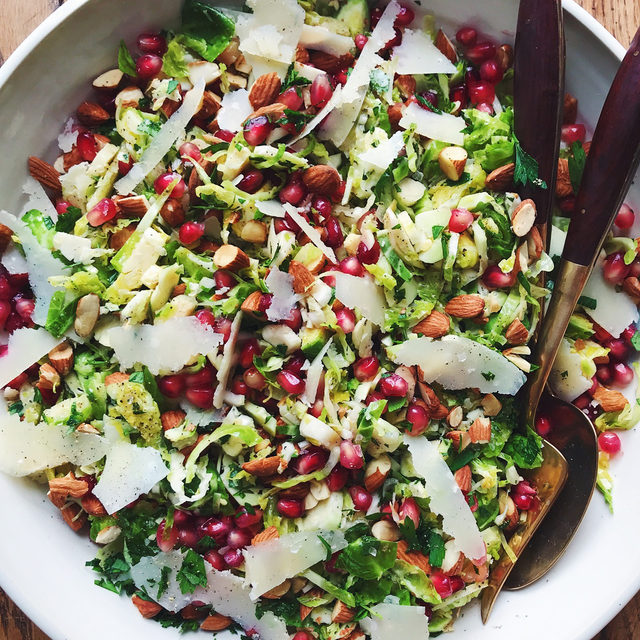 Toasted almonds + pomegranate seeds + Brussels sprouts = YAS. Full recipe in bio. 🔎Parmesan Brussels Sprouts Salad 📷/🍴@lindsaymaitland