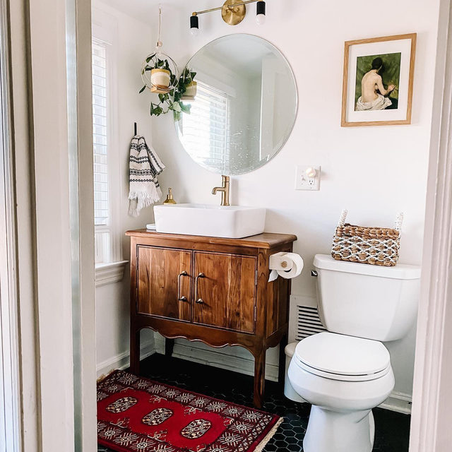 When it comes to bathroom mirrors, are you on team rectangular or team circlular? (📷 submitted by @mylushabode)