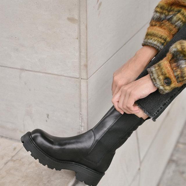 Wearing the @vagabondshoemakers Kenova boot with everything lately. Tap to shop! #UOonYou @_melisoto
