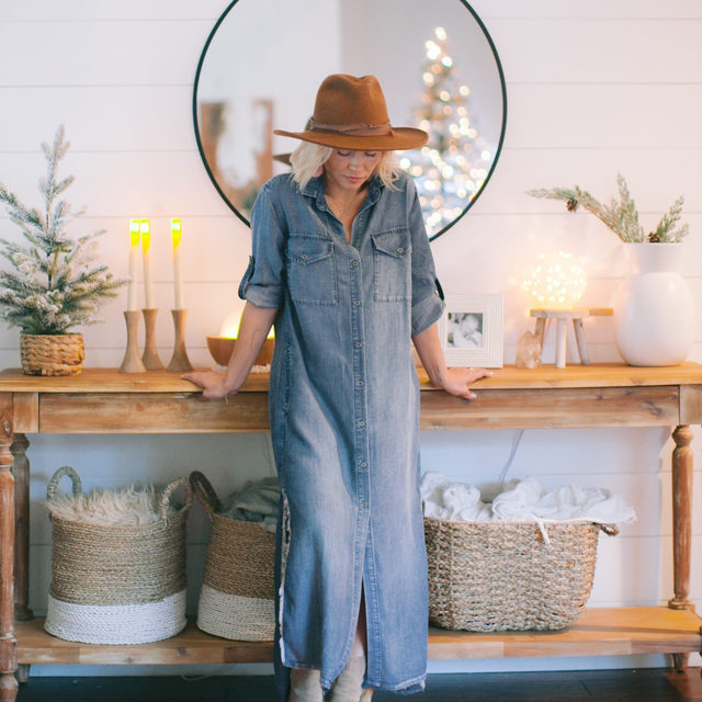 The perfect Turkey Day fit. @littlemissmomma in the Frayed Duster Dress. Link in bio. #heydahl