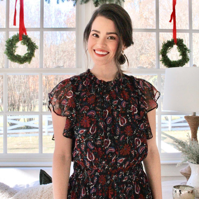 """""""My holiday dressing philosophy is to balance style and comfort,"""" says Tennessee creative @madisonclevenstine. """"I go for pieces that can easily take me from baking in the kitchen to holiday photos with my family."""" 🎄🍪📸❄️"""
