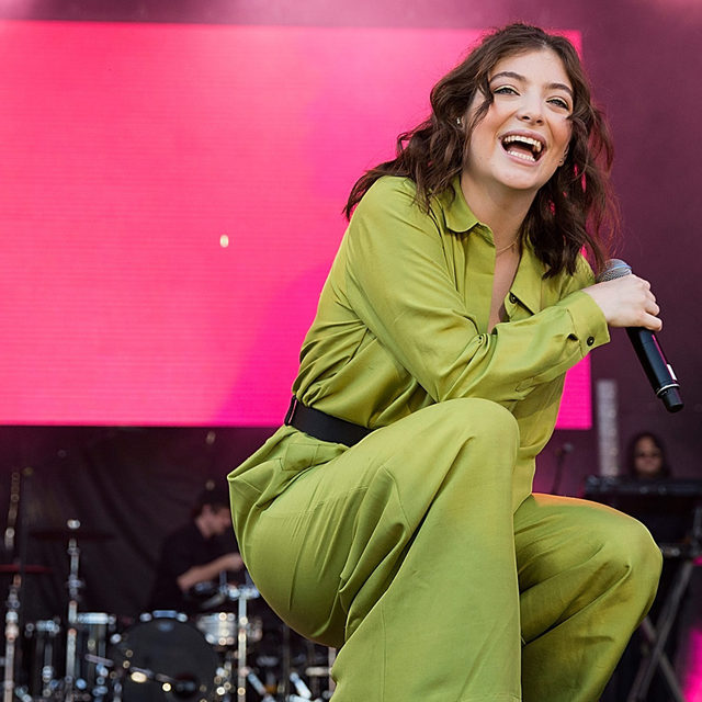 Last year, Lorde took a trip to Antarctica, which she's now chronicling in a new photo book. Read more at the link in our bio.  📷 by Andrew Chin/Getty Images  @LordeMusic #Lorde #Antarctica