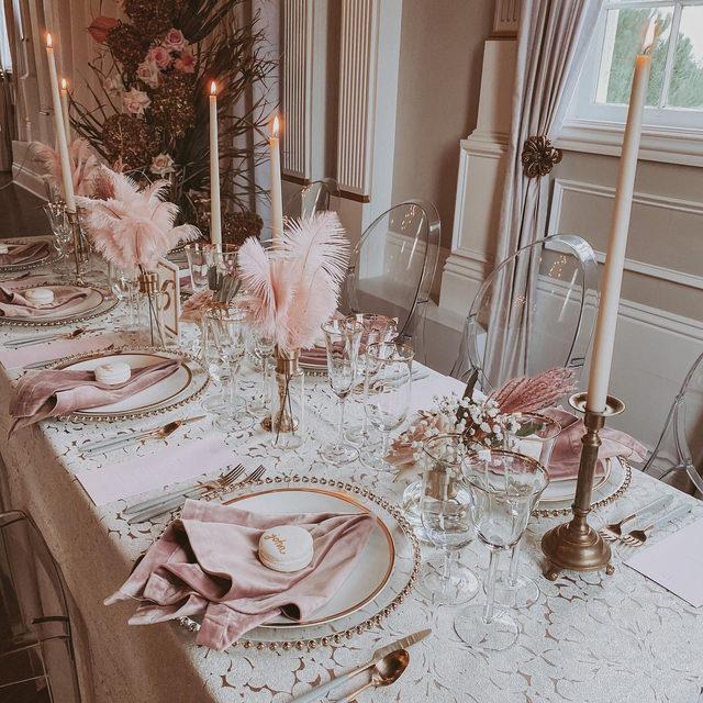 Dreamy to the max 💕💕💕 @alstonmaygerevents and @jodiiversonflorals giving us all the feels with this stunning #washingtonlinen Silver table 😍 So lovely!! Photography @rtfaithphotography  #latavolalinen #transformyourtable #silverandpurple #bbjlt #bettertogetherbbjlt #bohostyle #bohobride #ghostchairs #dreamwedding #weddinginspo #eventdesign #softcolors #oregon #oregonwedding #newbergoregon