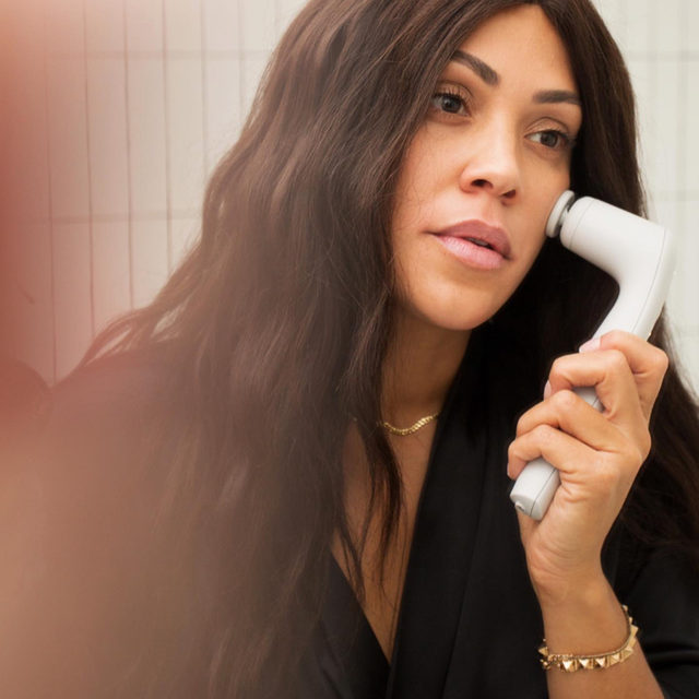 Create the ultimate, luxurious experience with my new Facial Sculpting Wand. ✨  ⠀⠀⠀⠀⠀⠀⠀⠀⠀ This device harnesses the power of vibration therapy to tighten & tone the skin. Acoustic sound waves stimulate the muscles deep below the skin's surface, leaving you with a more firm & contoured appearance.  ⠀⠀⠀⠀⠀⠀⠀⠀⠀ Get your gifts at shanidarden.com in time for the Holidays! Select ground shipping by Sunday 12/13 at 11:59 PM PST, and get your orders by 12/24! Add gift-wrap at checkout, to make it even more special.✨ #SkinByShani