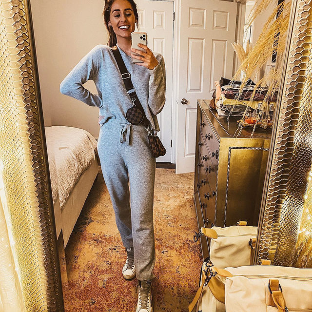 You can and will want to wear this set from morning to night 🌥️ @mckenzgillespie in our Cashmere Crew Neck Sweater + Jogger. Link in bio. #heydahl
