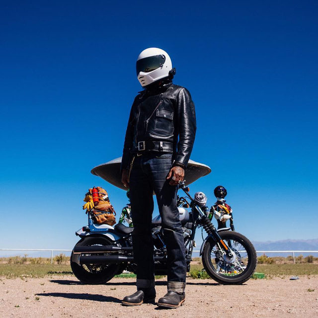 @eparrillacreates rode out into the desert looking for solitude, peace, and aliens. Hit the link in our bio to read his story in the latest issue of The Enthusiast. #HarleyDavidson