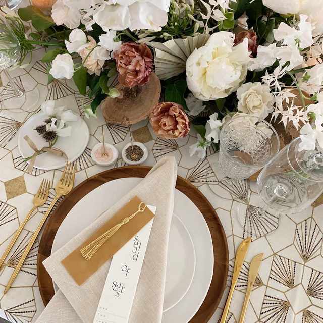 Merry and bright ✨ Anyone else (not so) patiently waiting for this Thursday and some much needed holiday cheer? While we wait we'll just enjoy this gorgeous view of our #feyalinen in Goldenrod with #lukelinen napkins in Chalk from @sarahkazemburgevents @steelcutflowerco @steelcut_md 📷 via @sarahkazemburgevents  #latavolalinen #transformyourtable #artdecopattern #holidaydecor #holidaytable #tablescape #washingtondc #dcwedding #holidayfun  #merryandbright #onthetable #tabletop #winterwedding