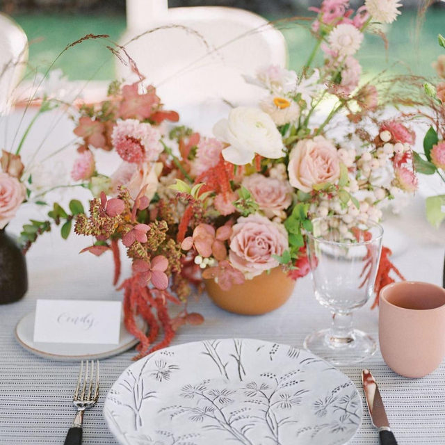 What a looker! 😍😍😍 @twineevents and @oftheflowers giving us the most gorgeous #tabletop with our #prairielinen in Black/Natural and all those peach and terracotta hues 🍧🍓🍣🥮 Photography @anyakernes  #latavolalinen #transformyourtable #bbjlt #bettertogetherbbjlt #santamonica #eventplanning #eventdesign #eventdecor #backyardparty #microwedding #backyardwedding #terracottahues #blackandwhitestripes