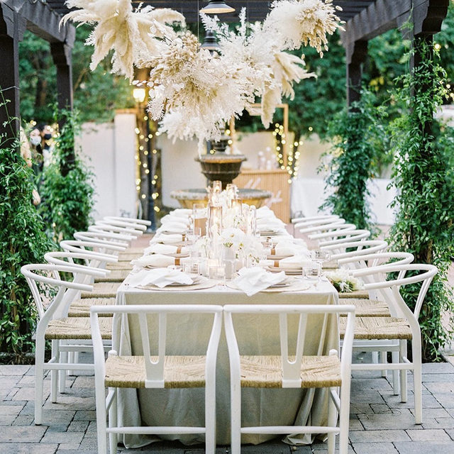 Dreamy set up from @detailsdarling @kelseyraedesigns and @layeredvintage ☁️✨🌾 Loving those #pampasgrass and dried floral clouds - they look like little cream and golden fireworks 🎇Featuring our #velvetlinen in Bone 📷 @spostophoto  #latavolalinen #transformyourtable #bbjlt #bettertogetherbbjlt #velvettablecloth #bohostyle #driedflorals #pampasgrasscloud #hangingflorals #floralchandelier #sanjuancapistrano #bohobride