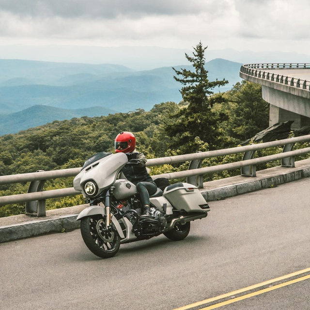 Putting on miles with @Kalenthorien. #HarleyDavidson #CVOStreetGlide