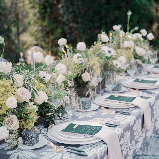 Just a whole lot of lovely by way of @tylerspeier with our #georgialinen in Greystone and #lukelinen napkins in Chalk🌿 So stunning! Photography @sarahellefson  #latavolalinen #transformyourtable #bbjlt #bettertogetherbbjlt #latavola2020ss #embroidery #greenandgray #tabletop #winterwedding #weddingdecor #weddinginspo #santabarbara #santabarbarawedding