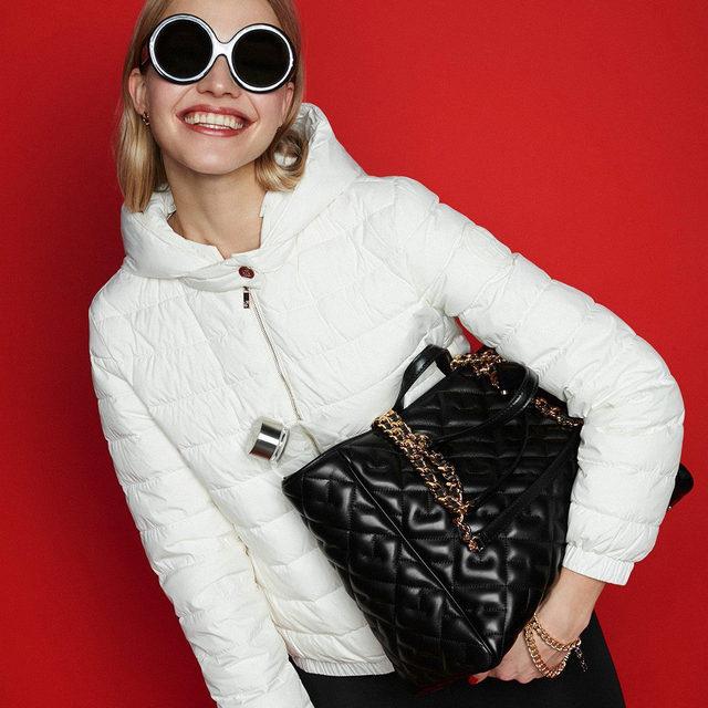 Facing it with a smile. #CHBimbaBag #HerreraEyewear