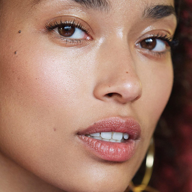 6 BEAUTY MUST-HAVES TO GIVE YOUR SKIN AN INSTANT GLOW: Healthy, radiant and well-rested are three things we would all love our skin to be but, after the indulgence of the last couple of weeks, it's likely our skin is looking more lackluster than luminous. At the link in bio, we've rounded up the best edit of instant glow boosters. From exfoliating masks and highlighting sticks, to bronzing mists and luminous makeup bases, it's everything your skin needs to GLOW.