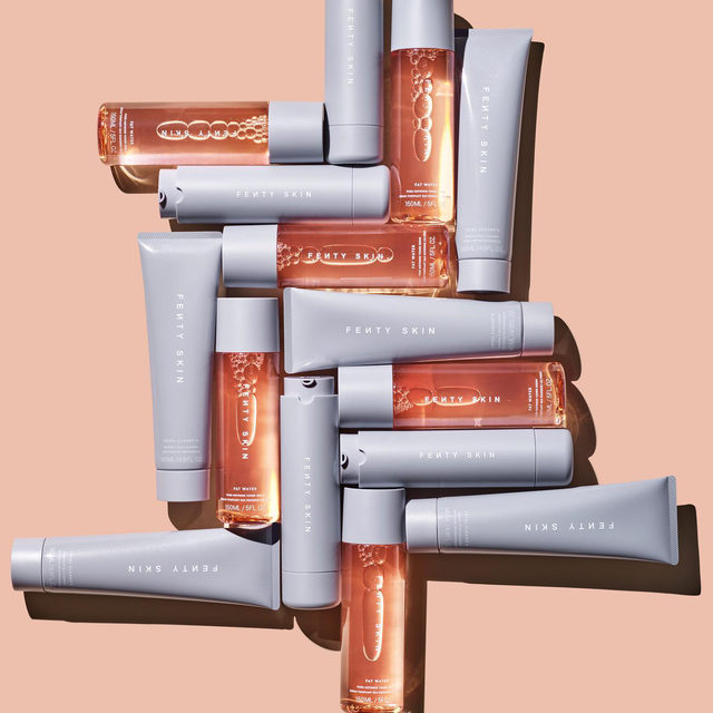 Have you started your @fentyskin obsession yet? 😍 We love this three-step skincare routine with multitasking products that'll keep your skin looking glowy, bright, and hydrated all day long 💜💜💜  Hydra Vizor Invisible Moisturizer Broad Spectrum SPF 30 Sunscreen  Fat Water Pore Refining Toner Serum  Total Cleans'r Remove-It-All Cleanser