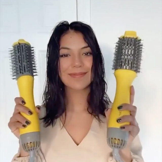From our friends @thedrybar: The Single Shot vs. The Double Shot! Both work on all hair types, but The Single Shot creates loose waves and curls while The Double Shot gives you all the volume. Watch as @xomelissavictoria shows us how to achieve different looks with each tool.   Available at Sephora  The Single Shot Blow-Dryer Brush  The Double Shot Blow-Dryer Brush