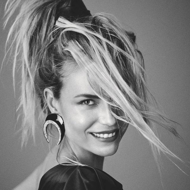 #voguerussiabeauty: Все про индол-3-карбинол, или как сохранить здоровье ваших волос — рассказала бьюти-редактор @voguerussia @arishabanova по ссылке в нашем профиле  🖤  Tap the link in our profile bio to learn how to keep your hair healthy  Photo @giampaolosgura  Style #OlgaDunina @voguerussia  #voguerussia