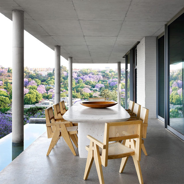 From their terrace, architect couple @silviorechlesleycarstens can take in phenomenal views of Johannesburg. In their renovation of a midcentury home designed by South African architect Eyvind Finsen, Rech and Carstens expanded the footprint of the house while maintaining its original sleek geometries. They designed many custom pieces for their home, including the travertine table and Le Corbusier–inspired dining chairs on the terrace. Click the link in bio for the full tour as seen in our Jan/Feb 2021 issue. Written by @missmaryholland, produced by @ingridabram, photography by Elsa Young/@bureaux_editorial_agency.