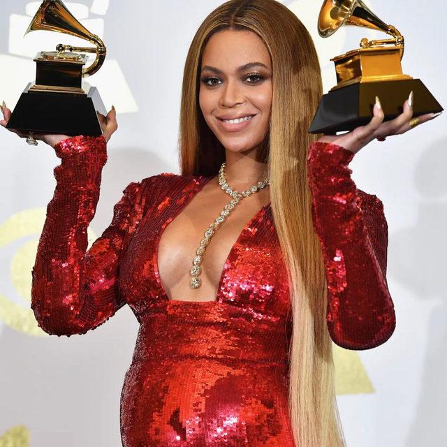 Королева сцены: как Бейонсе стала рекордсменкой премии «Грэмми» — рассказали по ссылке в нашем профиле   🖤  Hit the link in our profile bio to read about Beyoncé GMA records   #voguerussia #voguerussiamusic