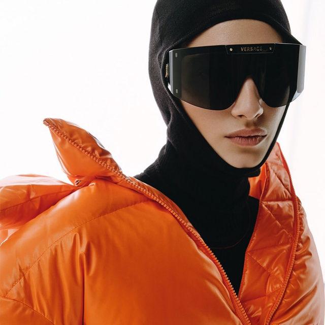 Вместе с ЦУМом мы подобрали для вас восемь предметов гардероба, которые не выйдут из моды и будут выручать вас не один год, — в универмаге уже сейчас можно найти теплые ультрамодные модели из коллекций нового сезона. Подробности — на Vogue.ru @tsum_moscow