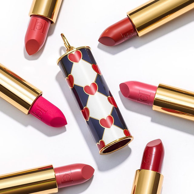 The new Herrera Fabulous Kiss shades and Love Wins print lipstick cap are a match made in heaven. Find your perfect pink, just in time for Valentine's Day. Buy online at carolinaherrera.com for Spain and the UK. #HerreraBeauty