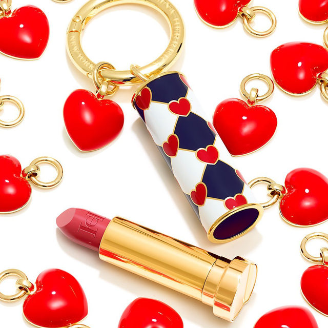 It's beginning to look a lot like Valentine's Day! Start getting in the mood with the Love Wins lipstick cap, Heart charm, and our newest shade, Pinky Peanut (color n° 181), available exclusively online at carolinaherrera.com for Spain and the UK. #HerreraBeauty