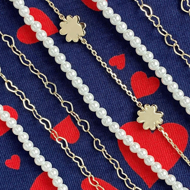 Details, details: heart chains, four-leaf clovers and pearls ❤️
