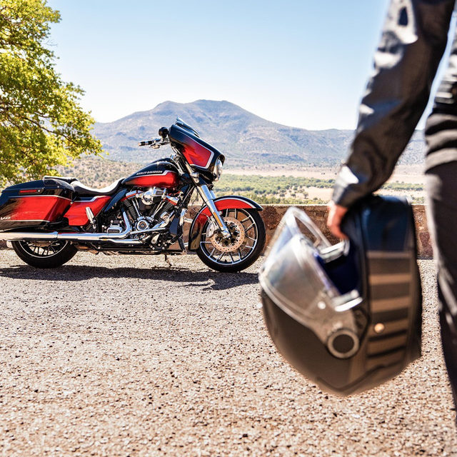 Love at first sight.  #ValentinesDay #HarleyDavidson #CVOStreetGlide