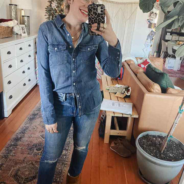 I adore a double denim look! You can either go with matching washes or contrasting washes. I wore this in December, but gonna revisit today for the final day of the #TMEStyleChallenge for sure! (Size down in the Frame jeans for a more fitted straight leg look.) . xo, Laura @laurajansenstyle . Click the link in our bio or swipe up in stories to shop this look. Save this post for future #OOTDinspo . . . . . #doubledenim #denim #jeans #jcrew #ugg #fashion #fashionblogger #instafashion #outfitdetails #ootd #ootdinspiration #ootdinspo #ootddetails #ootdwomen #cantwaittowear #whatiamwearing #stylegoals #fashionlooks #fashionedit #styleblogging #fashiondetails #fashionaddict #stylehunters #themomedit #TMEfashion