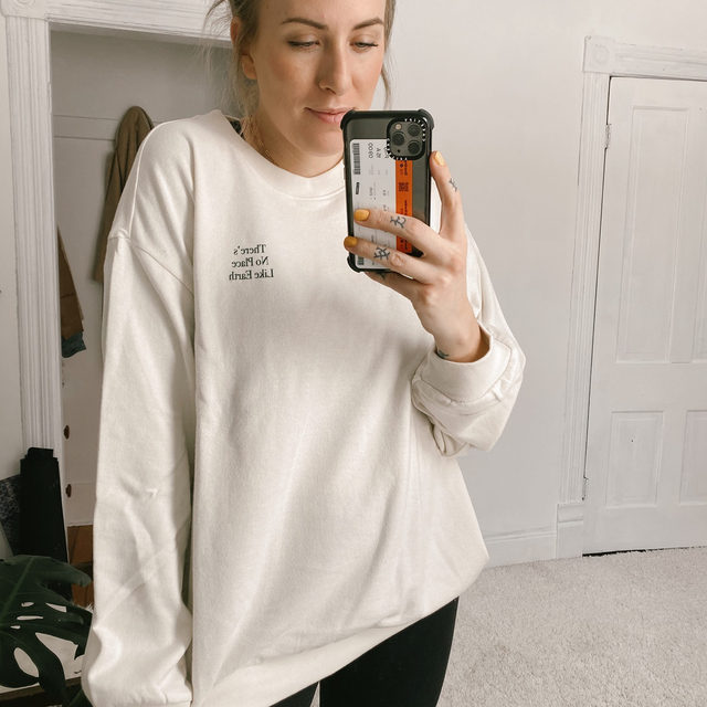 "I just got this sweatshirt from the Target x Levi's collab and am in loooove! An instant favorite! I'm 5'9"" and wearing a size Large - sizes are starting to sell out but you can still grab one in a M or L if you act fast!  . xo, Amy @vafaphoto . Click the link in our bio or swipe up in stories to shop the sweatshirt. . . . . . #target #levis #sweatshirt #fashion #fashionblogger  #instafashion #outfitdetails #ootd #everydaystyle #dailyoutfit #fashioninspo #fashionlove #ootdinspiration #ootdinspo #ootddetails #ootdwomen #cantwaittowear #whatiamwearing #stylegoals #fashionlooks #fashionedit #styleblogging #fashiondetails #fashionaddict #stylehunters #themomedit #TMEfashion"