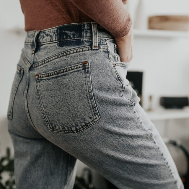 We rallied the crew to try on the SAME pair of jeans. A Jean of the Month, if you will. (How fun, right??)  Because we're all big-time Abercrombie fans over here, we chose the Curve Love High-Rise Mom Jeans since they're available in 8 washes + sized 23-37W (short, regular & long!).   We love how the entire team rocked these — many loved them, and for others, they might not be quite right, but either way, we hope this helps you get a sense of how they may work for you. Let us know if you've tried them! . Click the link in our bio or swipe up in stories to see the jeans on all of our editors. Share this post with a friend who you think can rock these jeans. . . . . . #abercrombie #momjeans #fashion #fashionblogger  #instafashion #outfitdetails #ootd #everydaystyle #dailyoutfit #fashioninspo #fashionlove #ootdinspiration #ootdinspo #ootddetails #ootdwomen #cantwaittowear #whatiamwearing #stylegoals #fashionlooks #fashionedit #styleblogging #fashiondetails #fashionaddict #stylehunters #themomedit #TMEfashion