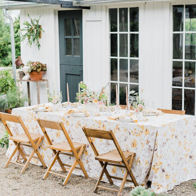 This pretty little #tablescape at @theruralsociety with florals by @fezz_and_hazel has us feeling ready for some gorgeous garden parties 🌼🌿💛With our #harperlinen in Yellow/Grey and #tuscanylinen napkins in Maize 📷 @ashleydphotos  #latavolalinen #transformyourtable #bbjlt #bettertogetherbbjlt #gardenparty #isitspringyet #springwedding #alfrescodining #dinnerparty #backyardparty #floralpattern #yellow #yellowflowers #ohio #ohiowedding #mountvernonoh