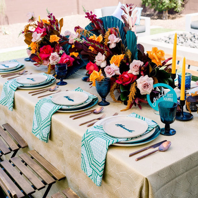 Gorgeous #patternplay with our #yelitzalinen napkins in Cypress and the bbjlinen Oro Lucca linen ✨🌾🌺🏵️ A real show-stopper with those bold and vivid colors! From iamcreativematiana iamcreativekate and bloomandblueprint 📷 annalisemariephotography⠀⠀⠀⠀⠀⠀⠀⠀⠀⠀⠀⠀⠀⠀⠀⠀⠀⠀  #latavolalinen #transformyourtable #bettertogetherbbjlt #bbjlt #boldcolors #livecolorfully #colorfulwedding #weddingrentals #azwedding #arizonawedding #phoenix #phoenixwedding #modernbride