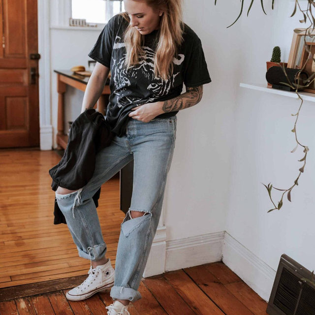 When Amy was on the hunt for responsibly made jeans she became a fan of each of the brands she tried: @Agolde  @BoyishJeans  @ShopReDone - But it was LOVE AT FIRST TRY ON on with these 90s High-Rise Loose Fit jeans from Re/Done.   They come with a steeper price tag, but the quality + how they're made (more on the blog) measure up. Check out her full post to see how she styled them for everyday life, date-night + a trip to the park.  . Click the link in our bio to see + shop all of her looks. . . . . . #sustainablefashion #redonejeans #loosefitjeans #fashion #fashionblogger #instafashion #sale #outfitdetails #ootd #everydaystyle #dailyoutfit #fashioninspo #fashionlove #ootdinspiration #ootdinspo #ootddetails #ootdwomen #cantwaittowear #whatiamwearing #stylegoals #fashionlooks #fashionedit #styleblogging #fashiondetails #fashionaddict #stylehunters #themomedit #TMEfashion
